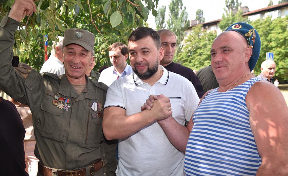 Денис Пушилин поздравил десантников с Днем ВДВ