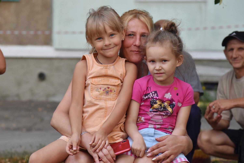 Денис Пушилин встретился с жильцами пострадавшего от пожара дома в Торезе