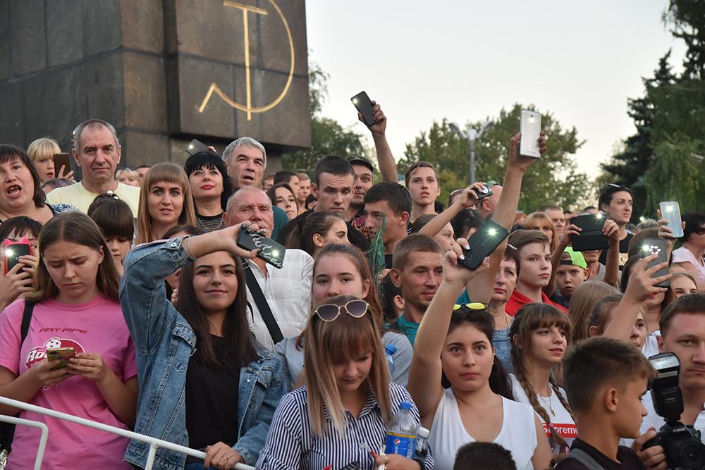 Денис Пушилин поздравил жителей Макеевки с 330-летним юбилеем города и присвоением почетного звания «Город трудовой доблести»